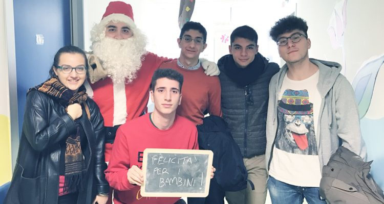 Auguri di Natale al Reparto di pediatria dell'ospedale di Reggio Calabria