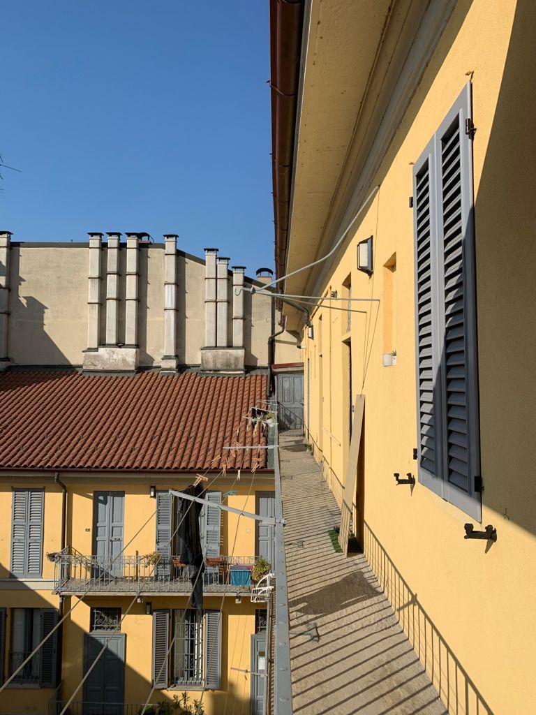 Ballatoio di casa a Milano durante il primo lockdown. Dal balcone